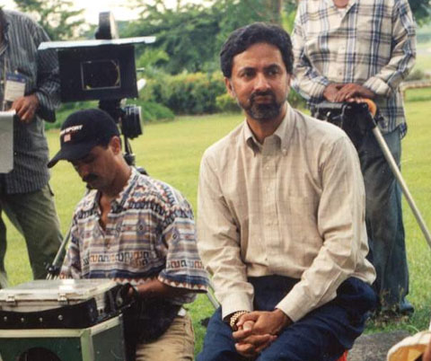 Lollywood producer Agha Shahzad Gul, on location in Manila, during the shoot of GHAR KAB AAO GE.